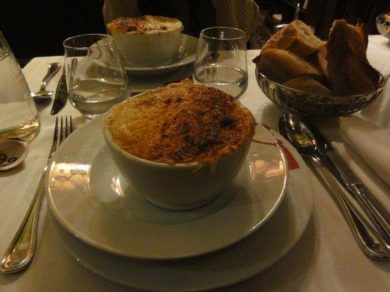 Le Grand Cafe Capucines: 伝説のオニオンスープ