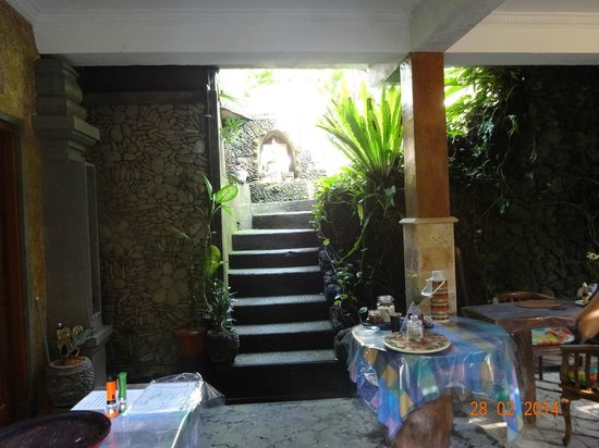 Nirwa Ubud Homestay: The entrance