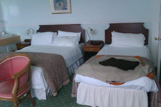The Queens Hotel : Room 27 offers double and single bed sleeps 3