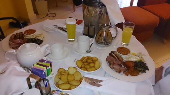Le Meridien St. Julians: Breakfast in the room!