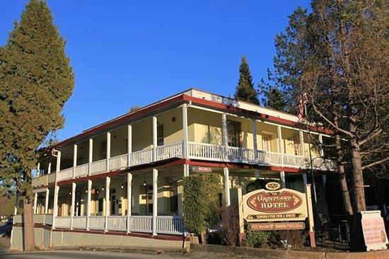 The Groveland Hotel: Exterior