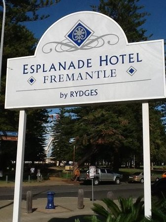 Esplanade Hotel Fremantle - by Rydges: the large welcoming sign when you arrive.