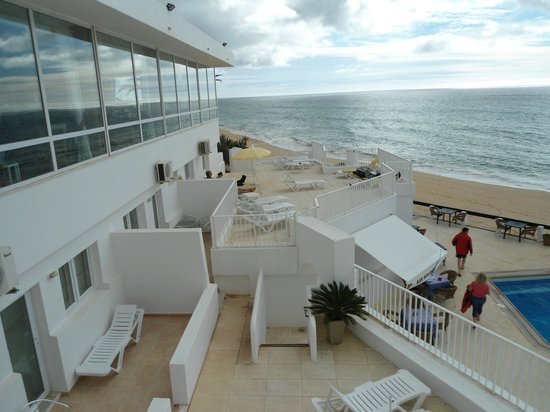 Holiday Inn Algarve - Armacao de Pera: sunbathing area