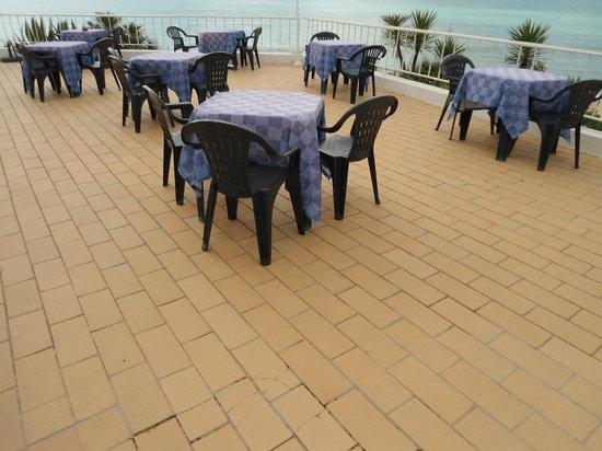 Holiday Inn Algarve - Armacao de Pera: outdoor breakfast area