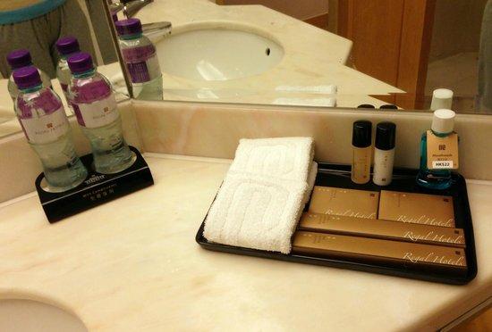Regal Hongkong Hotel: Bathroom amenities