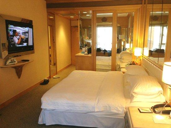 Regal Hongkong Hotel: Spacious deluxe room