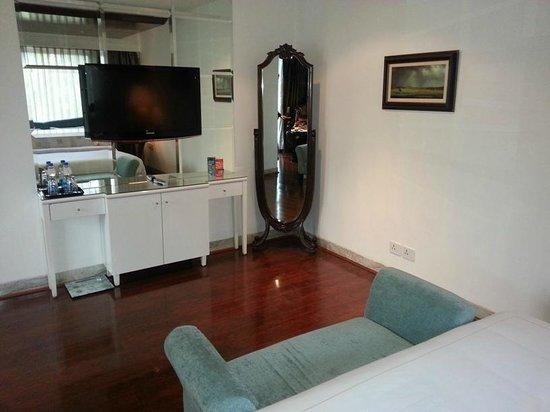 La Marvella: full length mirror