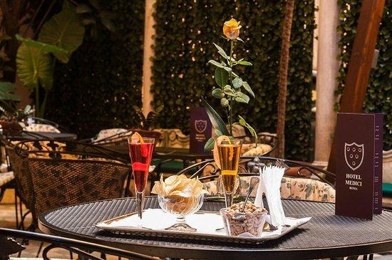 Hotel Medici: Aperitivo in Giardino - Aperitif in the garden