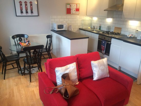 Lamington - Hammersmith Serviced Apartments: Living and kitchen