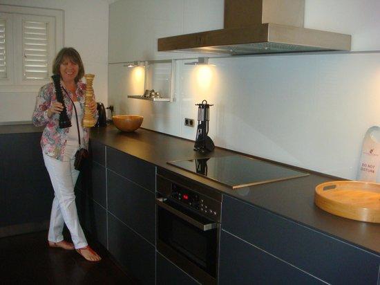 Scuba Lodge & Suites: Cocina apartamento