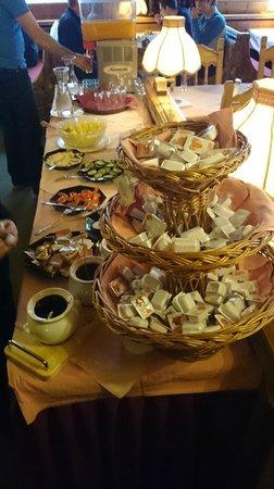 Hotel Basur: Breakfast buffet, incl. fresh salads, assortment of marmelades