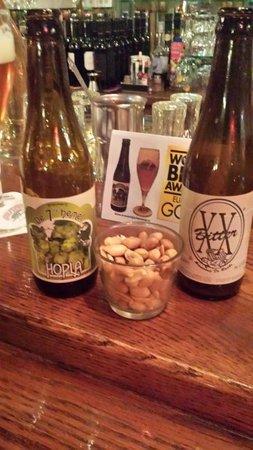Cafe 't Pothuiske: Beers + nuts