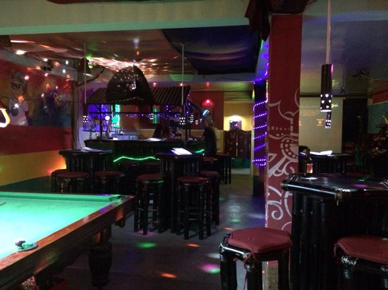 Moe's Tavern: Bar