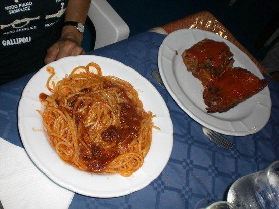 Trattoria Il Veliero : spaghetti al tonno fresco con teste di tonno