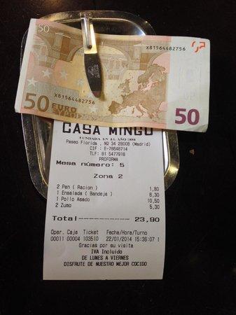 Casa Mingo : счет: курица, хлеб, салат, сок