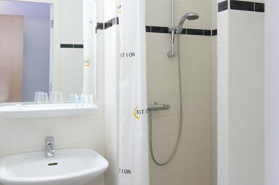 Bastion Hotel Den Haag Rijswijk : Bathroom Deluxe Room