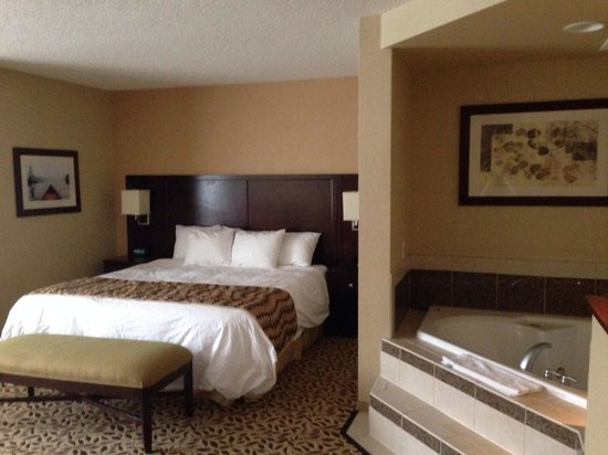 Courtyard by Marriott Lake Placid : King whirlpool room. Great stay!