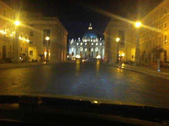 Hotel Columbus: Struttura sulla sinistra, Vaticano davanti