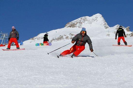 Evolution 2 Val d'Isere: Advanced ski lessons