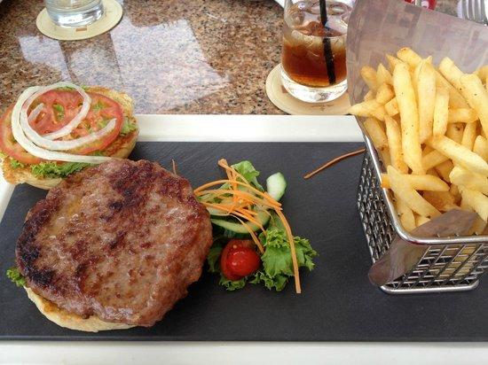 Cascades, Sun City: Tasty burger at Luma Bar and Lounge