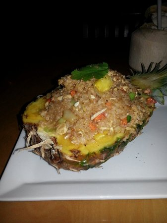 Pamika Brasserie Thai : What about some fried rice in a pineapple?