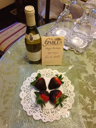The Gables Wine Country Inn: Surprise in our room