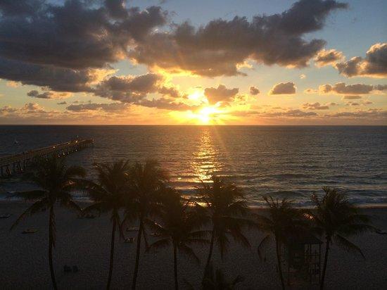 Wyndham Deerfield Beach Resort: sunrise out my window, beautiful