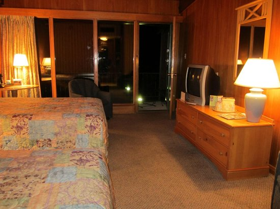 Buckhorn Lake State Resort: Melissa's Room #306