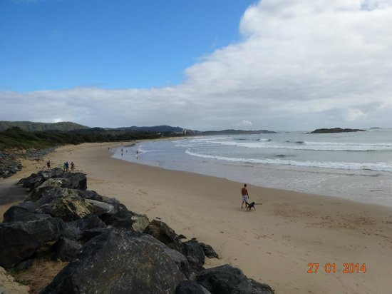 Coffs Jetty BnB: Beach near B&B
