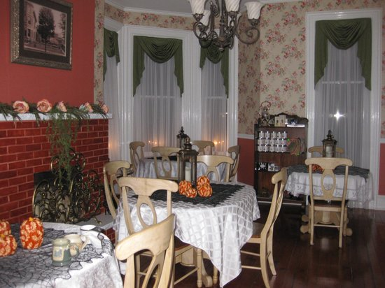Abigail House Bed and Breakfast: Dining Room