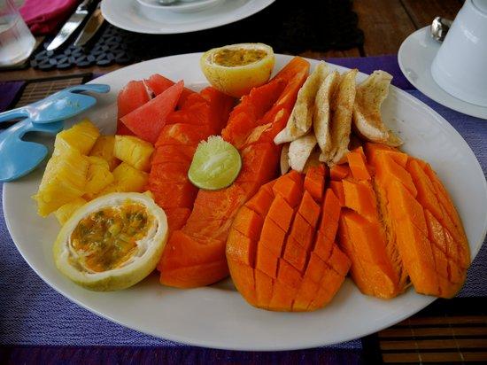 EKA Beach: Fresh fruit!