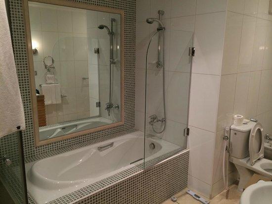 Le Royal Hotel: Bathroom
