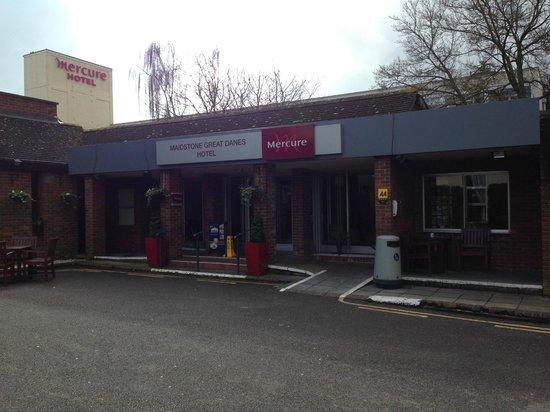Mercure Maidstone Great Danes Hotel: front entrance