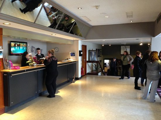 Mercure Maidstone Great Danes Hotel: front reception
