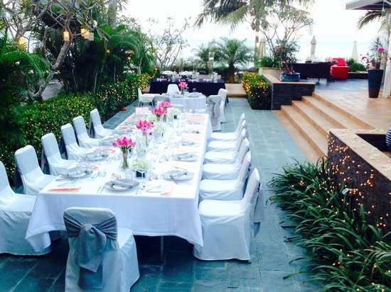 The Lotus Terraces: Wedding dining at the Lotus
