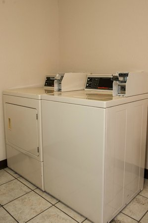 BEST WESTERN Anthony/West El Paso: Vending area washer and dryer