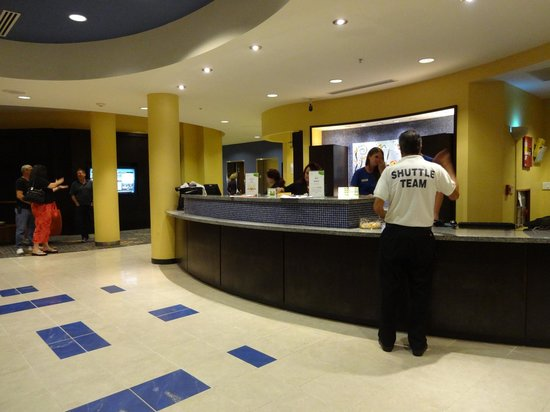 Courtyard Fort Lauderdale Airport & Cruise Port: Check-in