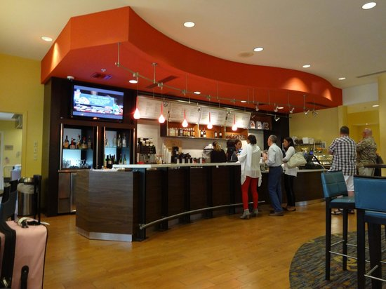 Courtyard Fort Lauderdale Airport & Cruise Port: Hotel restaurant