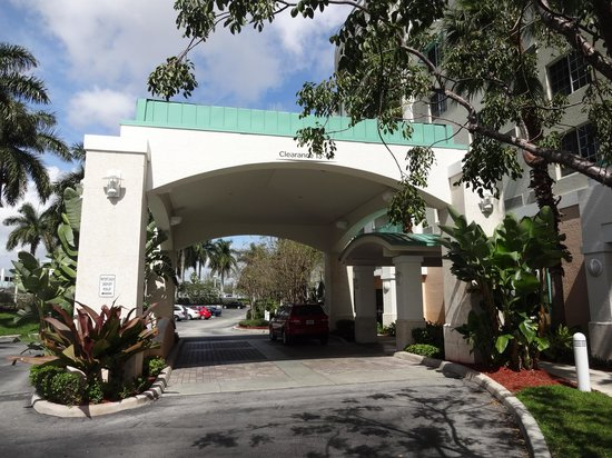 Courtyard Fort Lauderdale Airport & Cruise Port: Hotel entrance