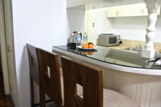 Perla Mansion Makati: Kitchen and Dining area