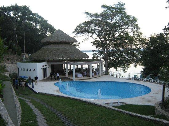Bolontiku Hotel Boutique: area de piscina, bar y restaurante