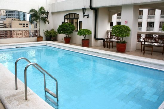 Perla Mansion Makati: Poolside