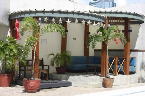 Perla Mansion Makati: Cabana by the pool