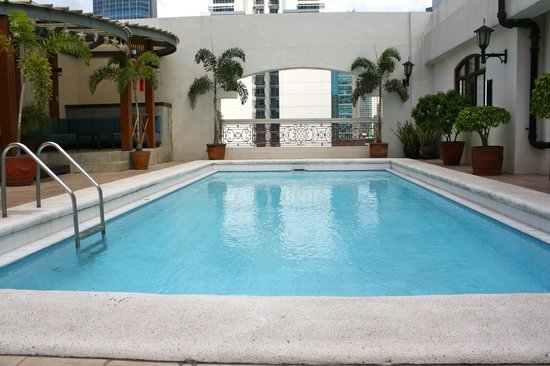 Perla Mansion Makati: Poolside at the Penthouse