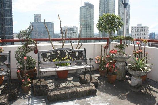 Perla Mansion Makati: Meditation Deck
