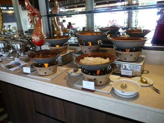 Centara Villas Phuket: Espace breakfast