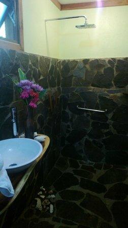Casa Batsu: Our gorgeous bathroom
