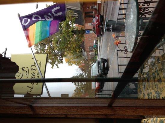 Latte Da Cafe: Cute table outside