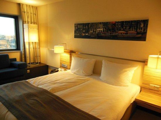 Movenpick Hotel Amsterdam City Center: Chambre standard