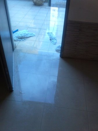 Tel Aviv Seashore Suites: Flood